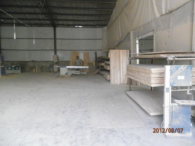 生产设备,厂房设施,生产车间一角,车间环境。
